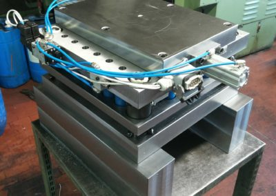 Stampo per tranciatura nastro-nastro con cassetti pneomatici